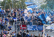 Lyngby-fans byder spillerne velkommen til kampen i NordicBet Ligaen mellem FC Helsingør og Lyngby Boldklub den 25. maj 2019 på Helsingør Stadion. (Foto: Claus Birch / ClausBirchDK Sportsfoto).
