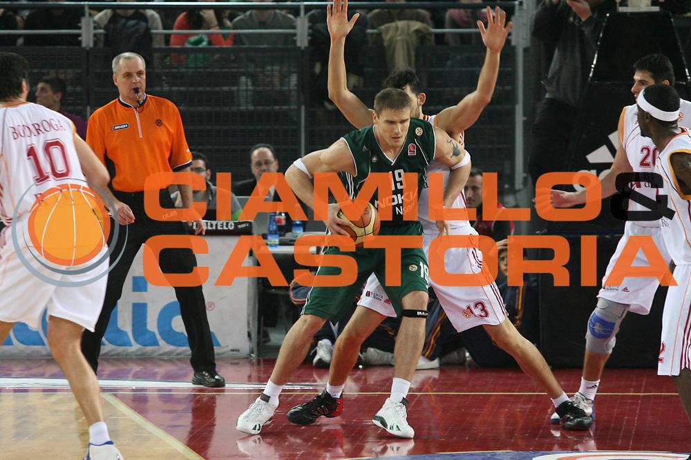 DESCRIZIONE : Roma Eurolega 2006-07 Lottomatica Virtus Roma Panathinaikos Atene <br /> GIOCATORE : Javtokas <br /> SQUADRA : Panathinaikos Atene <br /> EVENTO : Eurolega 2006-2007 <br /> GARA : Lottomatica Virtus Roma Panathinaikos Atene <br /> DATA : 11/01/2007 <br /> CATEGORIA : Palleggio <br /> SPORT : Pallacanestro <br /> AUTORE : Agenzia Ciamillo-Castoria/G.Ciamillo