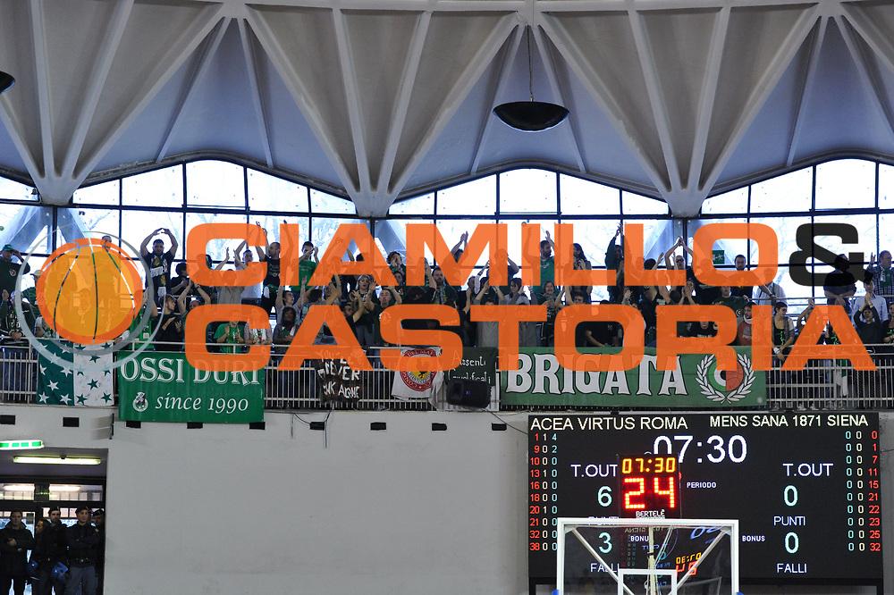 DESCRIZIONE : Roma LNP A2 2015-16 Acea Virtus Roma Mens Sana Basket 1871 Siena<br /> GIOCATORE : Tifosi Mens Sana Basket<br /> CATEGORIA : tifosi pubblico esultanza<br /> SQUADRA : Mens Sana Basket 1871 Siena<br /> EVENTO : Campionato LNP A2 2015-2016<br /> GARA : Acea Virtus Roma Mens Sana Basket 1871 Siena<br /> DATA : 06/12/2015<br /> SPORT : Pallacanestro <br /> AUTORE : Agenzia Ciamillo-Castoria/G.Masi<br /> Galleria : LNP A2 2015-2016<br /> Fotonotizia : Roma LNP A2 2015-16 Acea Virtus Roma Mens Sana Basket 1871 Siena