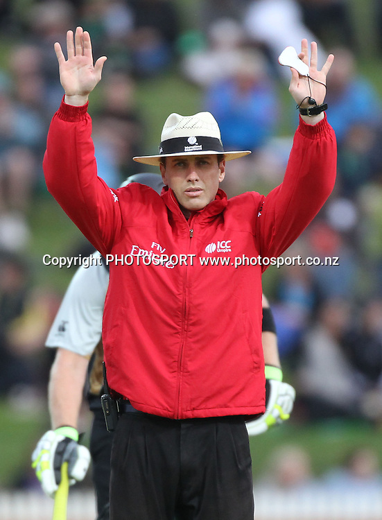 Umpire Chris Gaffaney signals a 6. New Zealand Black Caps v Pakistan, Match 2. Twenty 20 Cricket match at Seddon Park, Hamilton, New Zealand. Tuesday 28 December 2010. Photo: Andrew Cornaga/photosport.co.nz