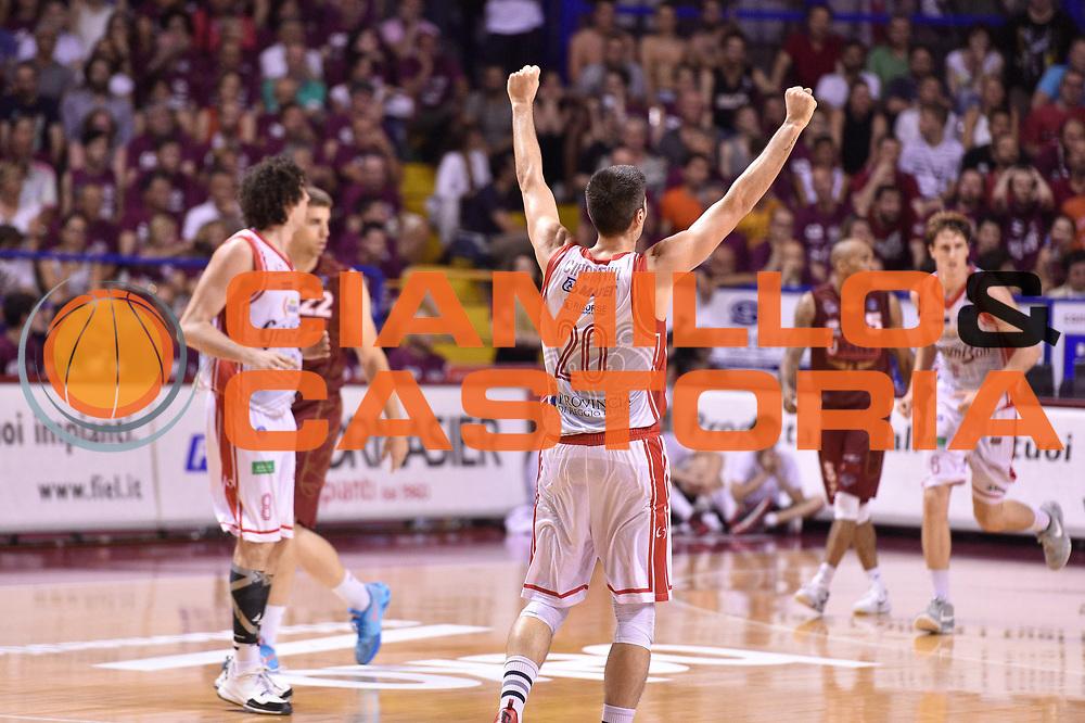 DESCRIZIONE : Venezia Lega A 2014-15 Semifinale Gara 7 Umana Venezia - Grissin Bon Reggio Emilia  <br /> GIOCATORE : Andrea Cinciarini<br /> CATEGORIA : esultanza <br /> SQUADRA : Grissin Bon Reggio Emilia <br /> EVENTO : Campionato Lega A 2014-2015 <br /> GARA : Semifinale Gara 7 Umana Venezia - Grissin Bon Reggio Emilia <br /> DATA : 11/06/2015<br /> SPORT : Pallacanestro <br /> AUTORE : Agenzia Ciamillo-Castoria/GiulioCiamillo<br /> Galleria : Lega Basket A 2014-2015  <br /> Fotonotizia : Venezia Lega A 2014-15 Semifinale Gara 7 Umana Venezia - Grissin Bon Reggio Emilia