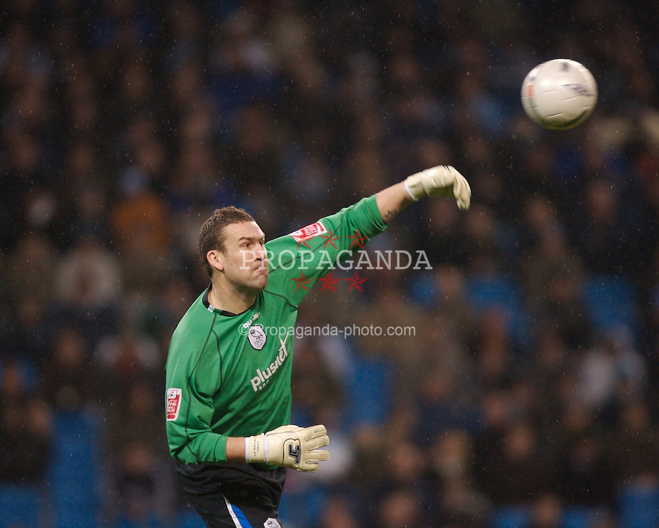 Manchester, England - Tuesday, January 16, 2007: Sheffield Wednesday's goalkeeper Mark Crossley in action against Manchester City during the FA Cup 3rd Round Replay at the City of Manchester Stadium. (Pic by David Rawcliffe/Propaganda)