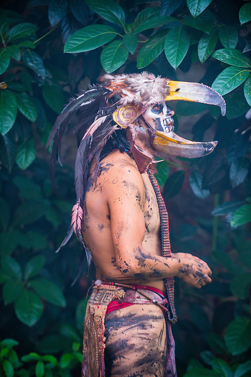 SAN MIGUEL DE ALLENDE , MEXICO - MAY 31 : Native American with traditional costume participates at the festival of Valle del Maiz on May 31 , 2015 in San Miguel de Allende ,Mexico.