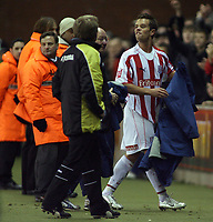 Photo: Paul Thomas.<br /> Stoke City v Cardiff City. Coca Cola Championship. 28/11/2006.<br /> <br /> Stoke's Lee Hendrie yells abuse towards Cardiff manager Dave Jones after he is subtituted.