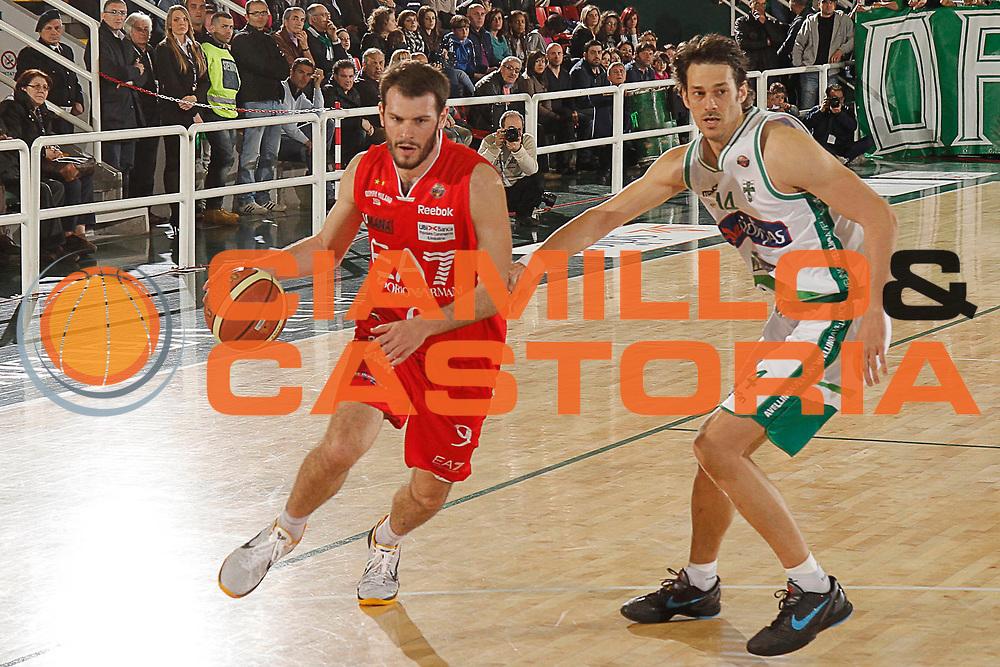 DESCRIZIONE : Avellino Lega A 2011-12 Sidigas Avellino EA7 Emporio Armani Milano<br /> GIOCATORE : Antonis Fotsis<br /> SQUADRA : EA7 Emporio Armani Milano<br /> EVENTO : Campionato Lega A 2011-2012<br /> GARA : Sidigas Avellino EA7 Emporio Armani Milano<br /> DATA : 22/04/2012<br /> CATEGORIA : palleggio<br /> SPORT : Pallacanestro<br /> AUTORE : Agenzia Ciamillo-Castoria/A.De Lise<br /> Galleria : Lega Basket A 2011-2012<br /> Fotonotizia : Avellino Lega A 2011-12 Sidigas Avellino EA7 Emporio Armani Milano<br /> Predefinita :