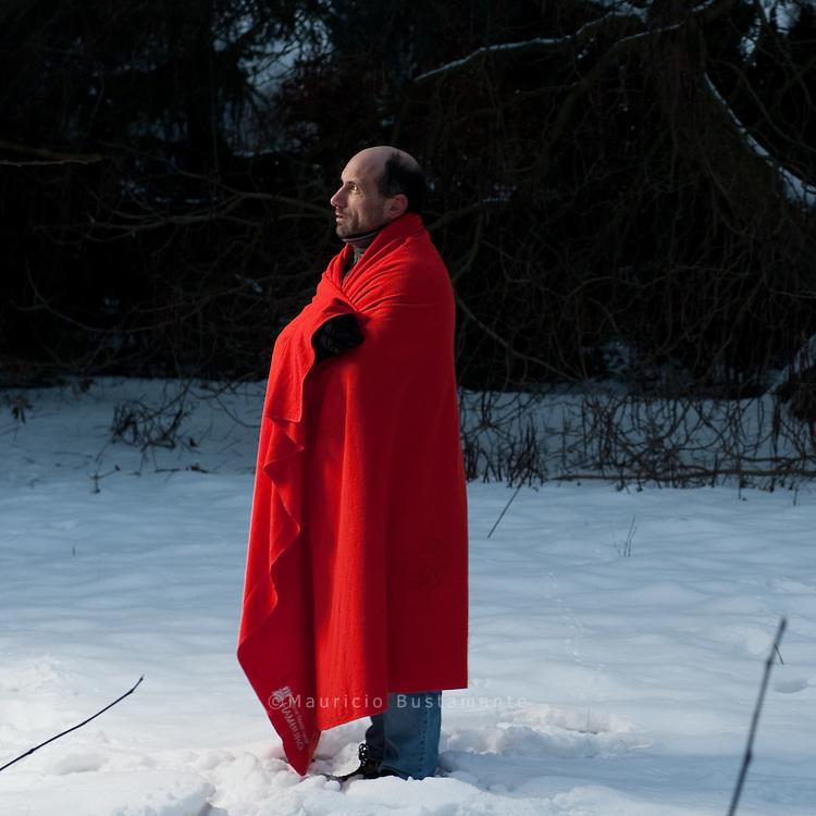 """""""Hinz & Künztler"""" Torsten Meiners. Mindestens 14 obdachlose Männer sind in diesem Winter<br /> in Deutschland schon erfroren, einer davon in Hamburg.<br /> Denn auch hier schlafen etliche bei Minusgraden draußen -<br /> wie die Hinz&Ku?nztler Klaus und Klaus. Hamburg. <br /> 2010"""