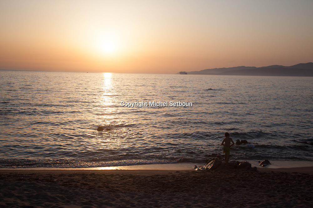 Corsica south ; Propriano. Capo Lauroso beach  at sunset /   la plage de capo lauroso ,