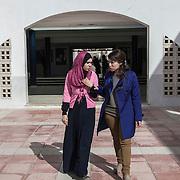 Bizerte, 60 km da Tunisi, studentesse nel cortile dell'Istituto Superiore di Studi Tecnologici di Bizerte.