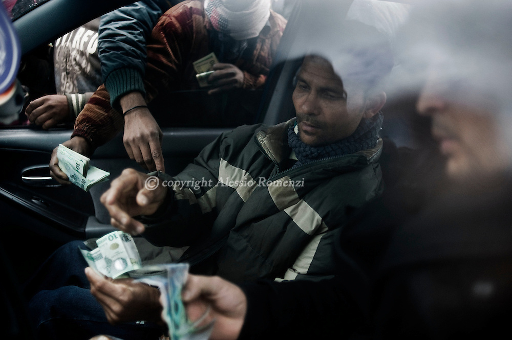 LIBYA, BENGHAZI. Men are changing money in a car parked outside the port of Benghazi,  on February 27, 2011. ALESSIO ROMENZI