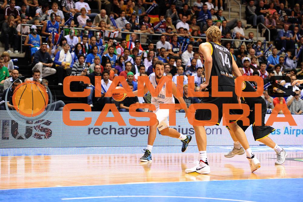 DESCRIZIONE : Siauliai Lithuania Lituania Eurobasket Men 2011 Preliminary Round Italia Germania Italy Germany<br /> GIOCATORE : Tifosi Fans Supporters<br /> SQUADRA : Italia Italy<br /> EVENTO : Eurobasket Men 2011<br /> GARA : Italia Germania Italy Germany<br /> DATA : 01/09/2011 <br /> CATEGORIA : tifosi<br /> SPORT : Pallacanestro <br /> AUTORE : Agenzia Ciamillo-Castoria/G.Ciamillo<br /> Galleria : Eurobasket Men 2011 <br /> Fotonotizia : Siauliai Lithuania Lituania Eurobasket Men 2011 Preliminary Round Italia Germania Italy Germany<br /> Predefinita :