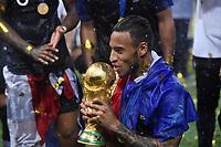 FUSSBALL  WM 2018  FINALE  ------- Frankreich - Kroatien    15.07.2018 JUBEL Weltmeister Frankreich; Corentin Tolisso kuesst den WM Pokal