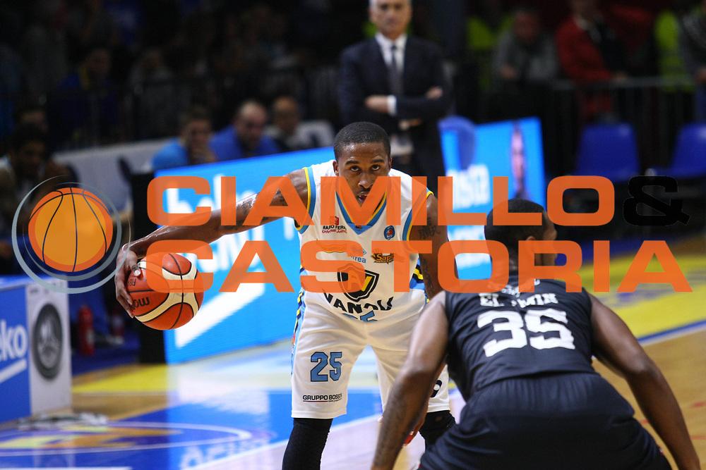 Cremona 18 Ottobre 2015<br /> Basket Serie A<br /> Vanoli Cremona-Pasta Reggia Caserta<br /> Nella foto: Tyrus McGee<br /> foto F.Zovadelli/Ciamillo