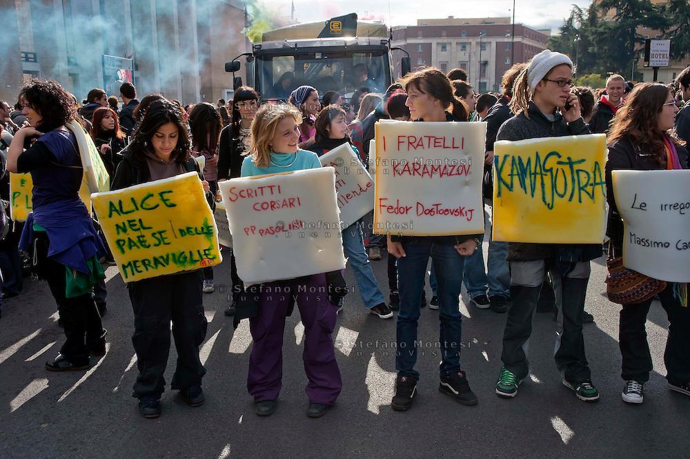Roma  14 Novembre 2008.Manifestazione nazionale degli studenti contro contro la riforma sulla scuola e  la legge 133 sull'università.
