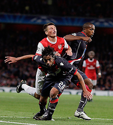15.09.2010, Emirates Stadium, London, ENG, UEFA CL, Arsenal fc vs Sporting Braga, im Bild Arsenal's Andrei Arshavinis held by Silvio of Braga  and Paulo Cesar of Braga   during Arsenal fc vs Sporting Braga for the UCL  Group  H at the Emirates Stadium in London. EXPA Pictures © 2010, PhotoCredit: EXPA/ IPS/ Marcello Pozzetti +++++ ATTENTION - OUT OF ENGLAND/UK +++++ / SPORTIDA PHOTO AGENCY