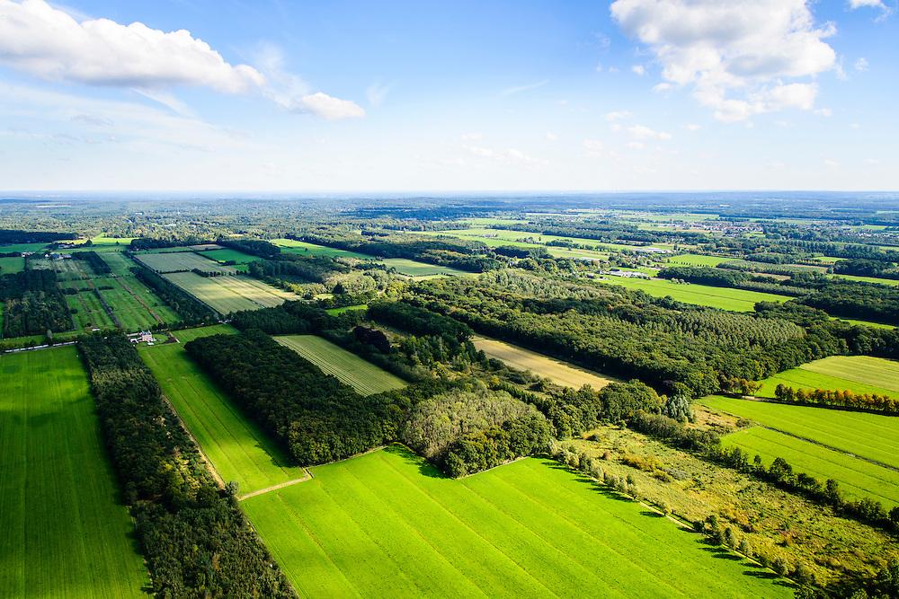 Nederland, Utrecht, gemeente Wijk bij Duurstede, 30-09-2015; landschap ten Westen van Langbroek. Het coulissenlandschap langs de Langbroekerwetering. Ontstaan door de ontginning van het oorsprpnkelijke moerassige gebied.<br /> Scenic landscape, result of the reclamation of the original marsh lands.<br /> luchtfoto (toeslag op standard tarieven);<br /> aerial photo (additional fee required);<br /> copyright foto/photo Siebe Swart