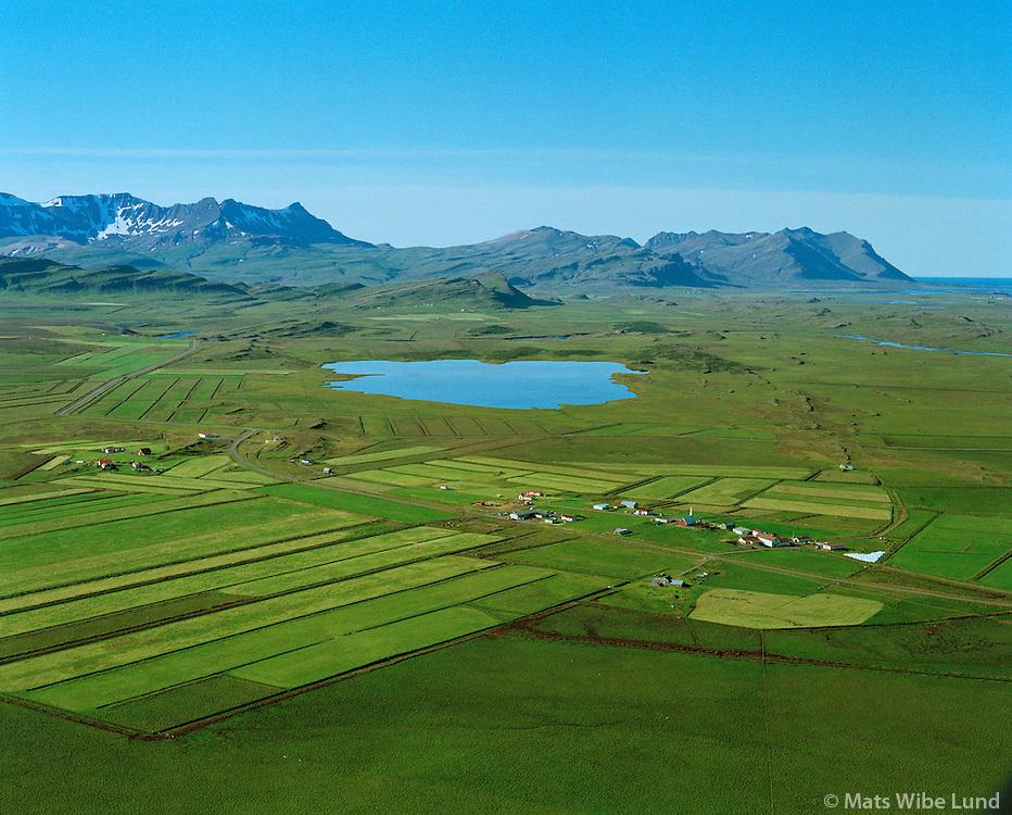 Bær, horft til suðurs: Blundsvatn, Skarðsheiði og Hafnarfjall, Andakílshreppur..Baer, viewing south to lake Blundsvatn, Skardsheidi and Hafnarfjall mountain range. Andakilshgreppur.