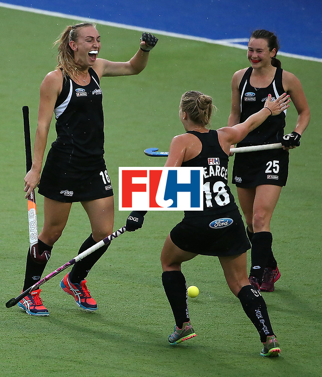 ROSARIO, ARGENTINA - DECEMBER 12:  Liz Thompson of New Zealand celebrates scoring the second goal with her team-mates during the semi final match between Germany and New Zealand on day 8 of the Hockey World League Final on December 12, 2015 in Rosario, Argentina.  (Photo by Chris Brunskill/Getty Images)