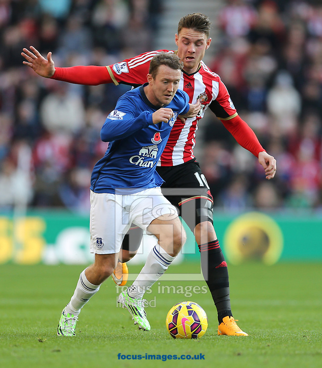 Connor Wickham of Sunderland is held off by Aidan McGeady of Everton during the Barclays Premier League match at the Stadium Of Light, Sunderland<br /> Picture by Simon Moore/Focus Images Ltd 07807 671782<br /> 09/11/2014