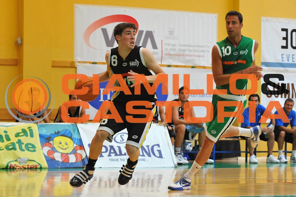 DESCRIZIONE : Jesolo Venezia Summer League 2009-2010 Rossl &amp; Duso Viva Team<br /> GIOCATORE : Daniele Mastrangelo<br /> SQUADRA : Rossl &amp; Duso Viva Team<br /> EVENTO : Jesolo Venezia Summer League 2009-2010<br /> GARA : Rossl &amp; Duso Viva Team<br /> DATA : 08/06/2010 <br /> CATEGORIA : Palleggio<br /> SPORT : Pallacanestro <br /> AUTORE : Agenzia Ciamillo-Castoria/M.Gregolin<br /> Galleria : Lega Basket A 2009-2010  <br /> Fotonotizia : Jesolo Venezia Summer League 2009-2010 Rossl &amp; Duso Viva Team<br /> Predefinita :