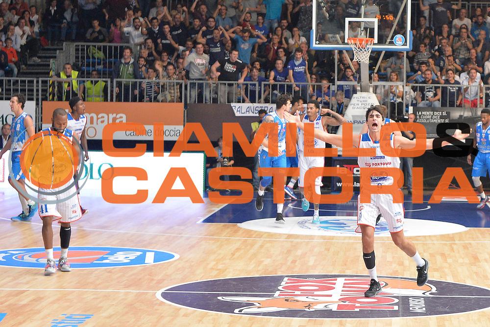 DESCRIZIONE : Cant&ugrave; Lega A 2015-16 Acqua Vitasnella Cantu' vs Dinamo Banco di Sardegna Sassari<br /> GIOCATORE : Marco Lagana'<br /> CATEGORIA : Esultanza<br /> SQUADRA : Acqua Vitasnella Cantu'<br /> EVENTO : Campionato Lega A 2015-2016<br /> GARA : Acqua Vitasnella Cantu'  Dinamo Banco di Sardegna Sassari<br /> DATA : 12/10/2015<br /> SPORT : Pallacanestro <br /> AUTORE : Agenzia Ciamillo-Castoria/I.Mancini<br /> Galleria : Lega Basket A 2015-2016  <br /> Fotonotizia : Acqua Vitasnella Cantu'  Lega A 2015-16 Acqua Vitasnella Cantu' Dinamo Banco di Sardegna Sassari   <br /> Predefinita :