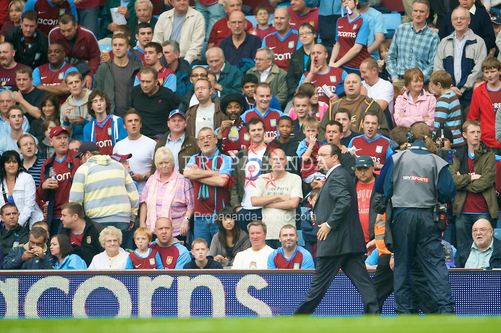 BIRMINGHAM, ENGLAND - Sunday, August 31, 2008: Liverpool's manager Rafael Benitez waks past abusive Aston Villa supporters during the Premiership match at Villa Park. (Photo by David Rawcliffe/Propaganda)