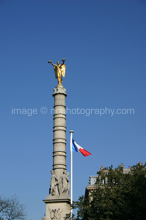Monument and french flag Paris<br />