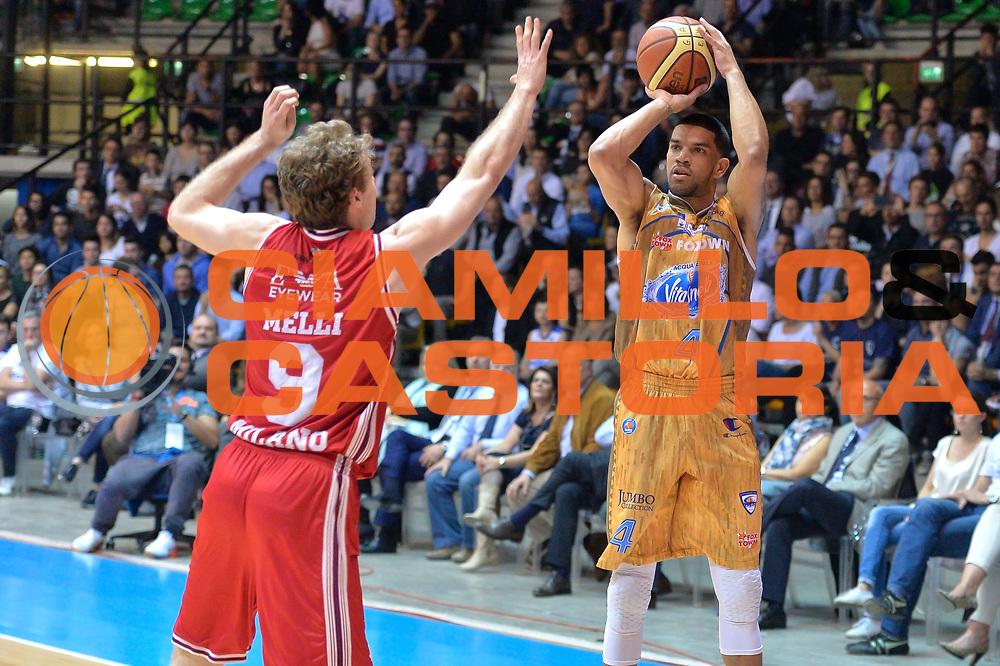 DESCRIZIONE : Desio 2014-2015 Acqua Acqua Vitasnella Cant&ugrave; EA7 Emporio Armani Milano<br /> GIOCATORE : James Feldeine<br /> CATEGORIA : Tiro<br /> SQUADRA : Acqua Vitasnella Cant&ugrave;<br /> EVENTO : Campionato Lega A 2014-2015 GARA : Acqua Vitasnella Cant&ugrave; EA7 Emporio Armani Milano<br /> DATA : 16/04/2015<br /> SPORT : Pallacanestro <br /> AUTORE : Agenzia Ciamillo-Castoria/IvanMancini<br /> GALLERIA : Lega Basket A 2014-2015 FOTONOTIZIA : Desio Lega A 2014-2015 Acqua Vitasnella Cant&ugrave; EA7 Emporio Armani Milano<br /> PREDEFINITA :