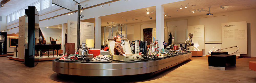 The National Museum of Iceland, Interior. The National Museum displays objects that provide insight into Icelandic cultural history - displays that encourage visitors to dwell on the past, present and future. The museum aims to nurture knowlede and innovation while maintaining a wide perspective and sense of communuty. &THORN;j&oacute;&eth;minjasafn &Iacute;slands. Meginhluti safnh&uacute;ssins h&yacute;sir n&yacute;ja grunns&yacute;ningu &THORN;j&oacute;&eth;minjasafnsins sem gera grein fyrir menningars&ouml;gu &thorn;j&oacute;&eth;arinnar fr&aacute; landn&aacute;mi til vorra daga og &thorn;ar eru s&yacute;ndir allir merkustu gripir safnsins. &THORN;ar eru einnig tveir st&oacute;rir s&eacute;rs&yacute;ningasalir, nokkur minni s&eacute;rs&yacute;ningar&yacute;mi, fyrirlestrasalur, kennslustofa, kaffistofa og safnb&uacute;&eth;.<br />