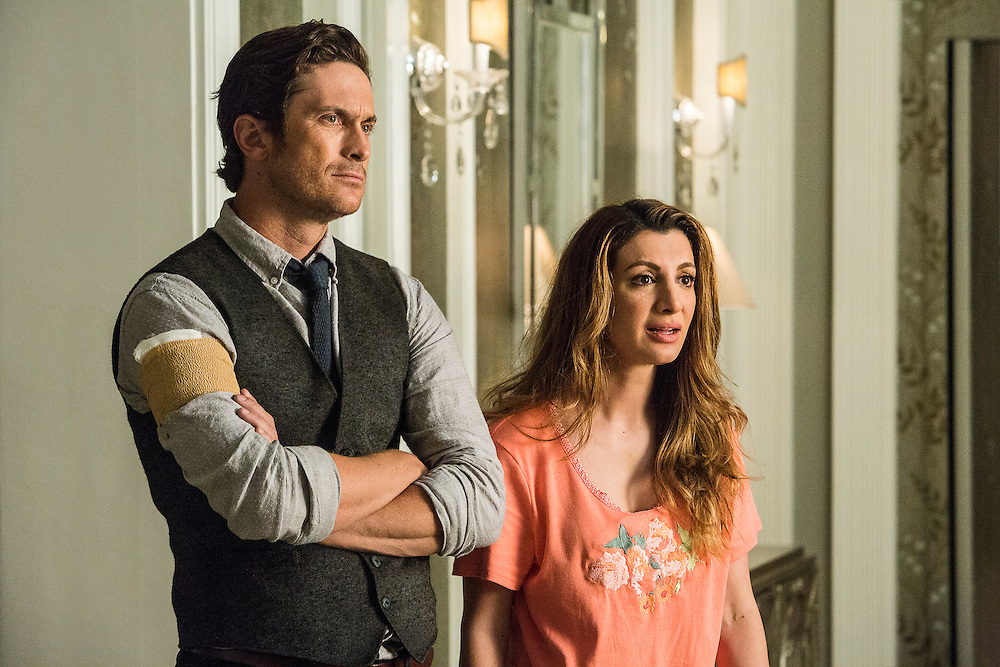 Oliver Hudson as Wes and Nasim Pedrad as Gigi in Scream Queens, Season 1