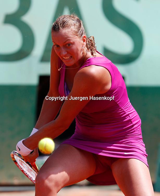 French Open 2011, Roland Garros,Paris,ITF Grand Slam Tennis Tournament, Petra Kvitova (CZE), Aktion,Einzelbild,Halbkoerper, Hochformat,