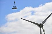 Nederland, the Netherlands, Urk, 9-5-2017 NOP Agrowind, energiebedrijf RWE Essent en Westermeerwind exploiteren een windpark op land en in het water van het IJsselmeer. De stroomproducent bouwde hier windmolens die 5 megawatt op land, en 3 megawatt op zee produceren. Siemens leverde turbines. Aan een van de turbines wodrt onderhoud verricht door arbeiders zonder hoogtevrees. FOTO: FLIP FRANSSEN