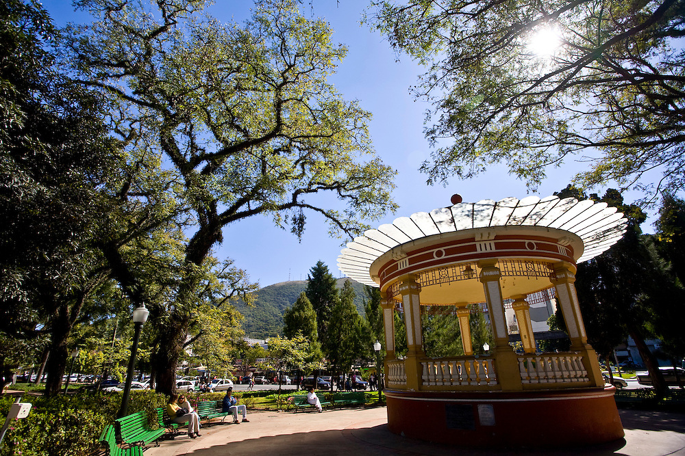 Pocos de Caldas_MG, Brasil...Coreto na Praca Pedro Sanches em Pocos de Caldas, Minas Gerais...The bandstand in the Pedro Sanches square in Pocos de Caldas, Minas Gerais...Foto: JOAO MARCOS ROSA / NITRO