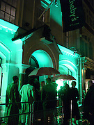 exterior Sotheby's, Party to celebrate Damien'Hirst's Pharmacy. Sotheby's. 15 October 2004. ONE TIME USE ONLY - DO NOT ARCHIVE  © Copyright Photograph by Dafydd Jones 66 Stockwell Park Rd. London SW9 0DA Tel 020 7733 0108 www.dafjones.com