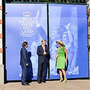 NLD/Apeldoorn/20130905- Uitreiking Droomboek aan koning Willem Alexander en koninging Maxima, opening park
