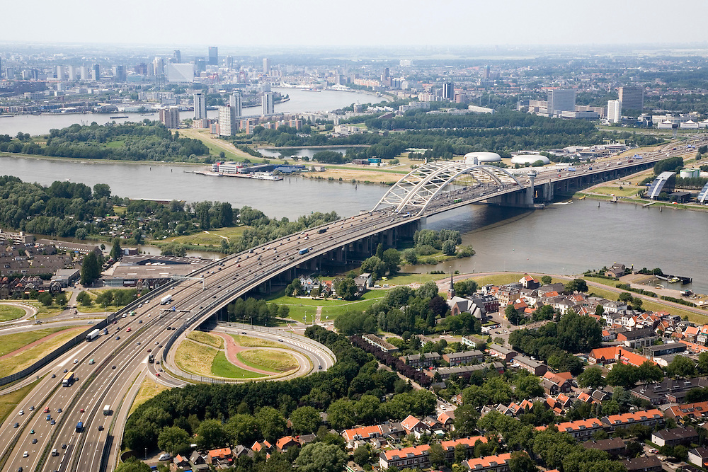 Nederland, Zuid-Holland, Rotterdam-Zuid, 04-07-2006; zicht op de meanderende rivier de Nieuwe Maas met de Van Brienenoordbrug; rechtsonder dorpskern Oud IJsselmonde; verstedelijking, urbanisatie, skyline ; luchtfoto (toeslag); aerial photo (additional fee required); .foto Siebe Swart / photo Siebe Swart