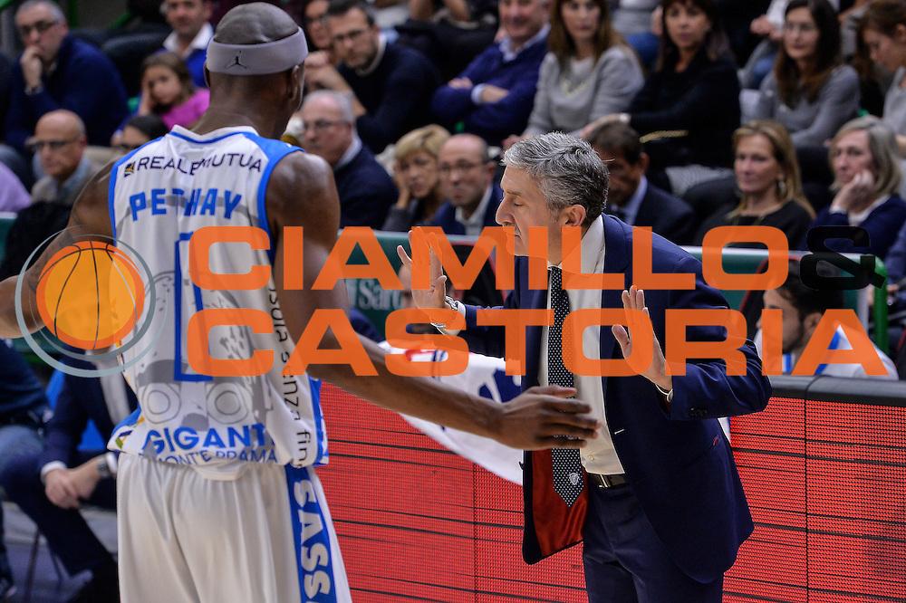 DESCRIZIONE : Sassari LegaBasket Serie A 2015-2016 Dinamo Banco di Sardegna Sassari - Giorgio Tesi Group Pistoia<br /> GIOCATORE : Marco Calvani Brenton Petway<br /> CATEGORIA : Fair Play Allenatore Coach<br /> SQUADRA : Dinamo Banco di Sardegna Sassari<br /> EVENTO : LegaBasket Serie A 2015-2016<br /> GARA : Dinamo Banco di Sardegna Sassari - Giorgio Tesi Group Pistoia<br /> DATA : 27/12/2015<br /> SPORT : Pallacanestro<br /> AUTORE : Agenzia Ciamillo-Castoria/L.Canu