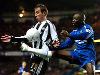 Photo: Ed Godden.<br /> Chelsea v Newcastle United. The FA Cup. 22/03/2006.<br /> Lee Bowyer (L) and Chelsea's Claude Makalele (R)