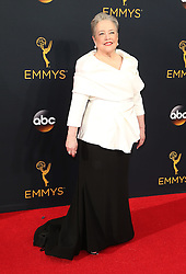 Kathy Bates  bei der Verleihung der 68. Primetime Emmy Awards in Los Angeles / 180916<br /> <br /> *** 68th Primetime Emmy Awards in Los Angeles, California on September 18th, 2016***