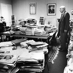 Jean-Louis Dumont dans son bureau de Verdun, en compagnie de ses assistants...Octobre 2007..Photo : Antoine Doyen