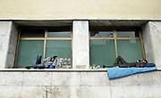 &copy; Filippo Alfero<br /> I migranti tunisini a Ventimiglia, manifestazione antirazzista e il centro di accoglienza allestito per l'emergenza<br /> Ventimiglia (IM), 02,03/04/2011<br /> cronaca<br /> Nella foto: due migranti si riposano fuori dalla stazione