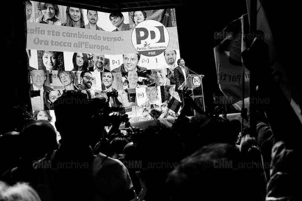 Matteo Renzi durante la chiusura della campagna elettorale per le europee<br /> 23 maggio 2014 . Daniele Stefanini /  OneShot