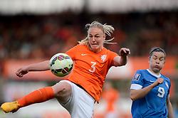 20-05-2015 NED: Nederland - Estland vrouwen, Rotterdam<br /> Oefeninterland Nederlands vrouwenelftal tegen Estland. Dit is een 'uitzwaaiwedstrijd'; het is de laatste wedstrijd die de Nederlandse vrouwen spelen in Nederland, voorafgaand aan het WK damesvoetbal 2015 / Stefanie van der Gragt #3