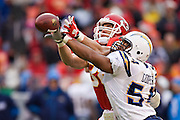 KANSAS CITY, MO - DECEMBER 14:   Stephen Cooper #54 of the San Diego Chargers breaks up a pass thrown to Tony Gonzalez #88 of the Kansas City Chiefs on December 14, 2008 in Kansas City, Missouri.  The Chargers defeated the Chiefs 22-21.  (Photo by Wesley Hitt/Getty Images) *** Local Caption *** Stephen Cooper Sports photography by Wesley Hitt photography with images from the NFL, NCAA and Arkansas Razorbacks.  Hitt photography in based in Fayetteville, Arkansas where he shoots Commercial Photography, Editorial Photography, Advertising Photography, Stock Photography and People Photography