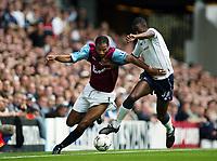 Fotball, 15. september 2002. FA Barclaycard Premiership, Tottenham - West Ham 3-0. Frederic Kanoute, West Ham, mot Anthony Gardner, Tottenham.