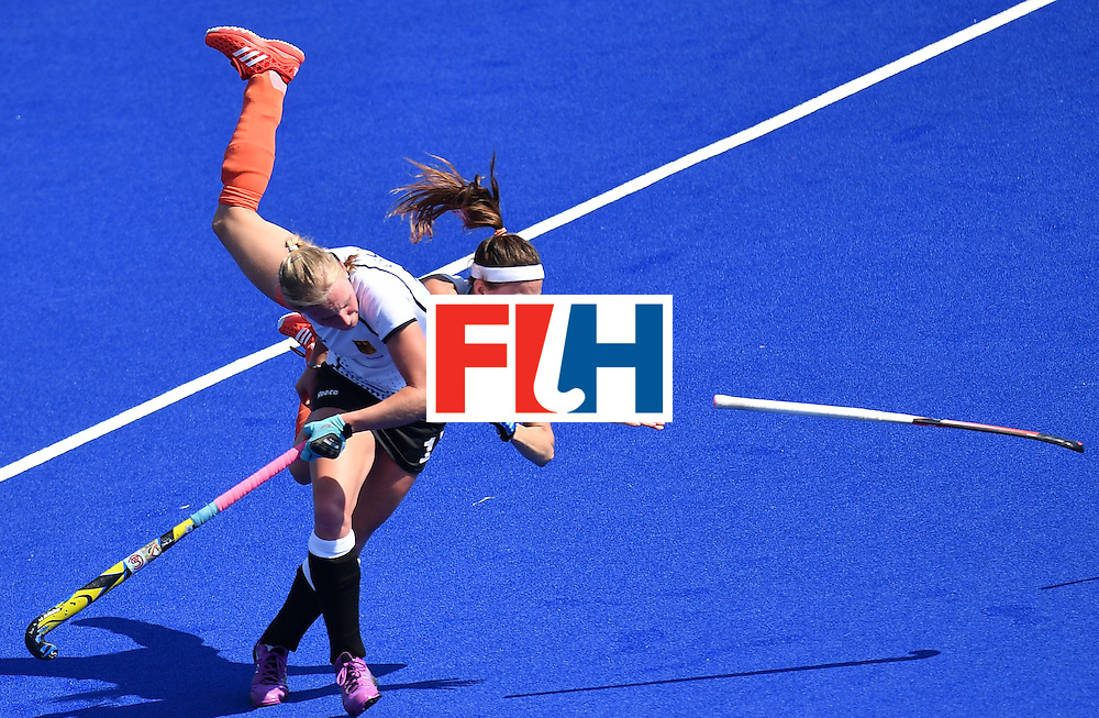 Netherlands' Eva de Goede (R) vies with Germany's Hannah Kruger during the women's semifinal field hockey Netherlands vs Germany match of the Rio 2016 Olympics Games at the Olympic Hockey Centre in Rio de Janeiro on August 17, 2016. / AFP / MANAN VATSYAYANA        (Photo credit should read MANAN VATSYAYANA/AFP/Getty Images)