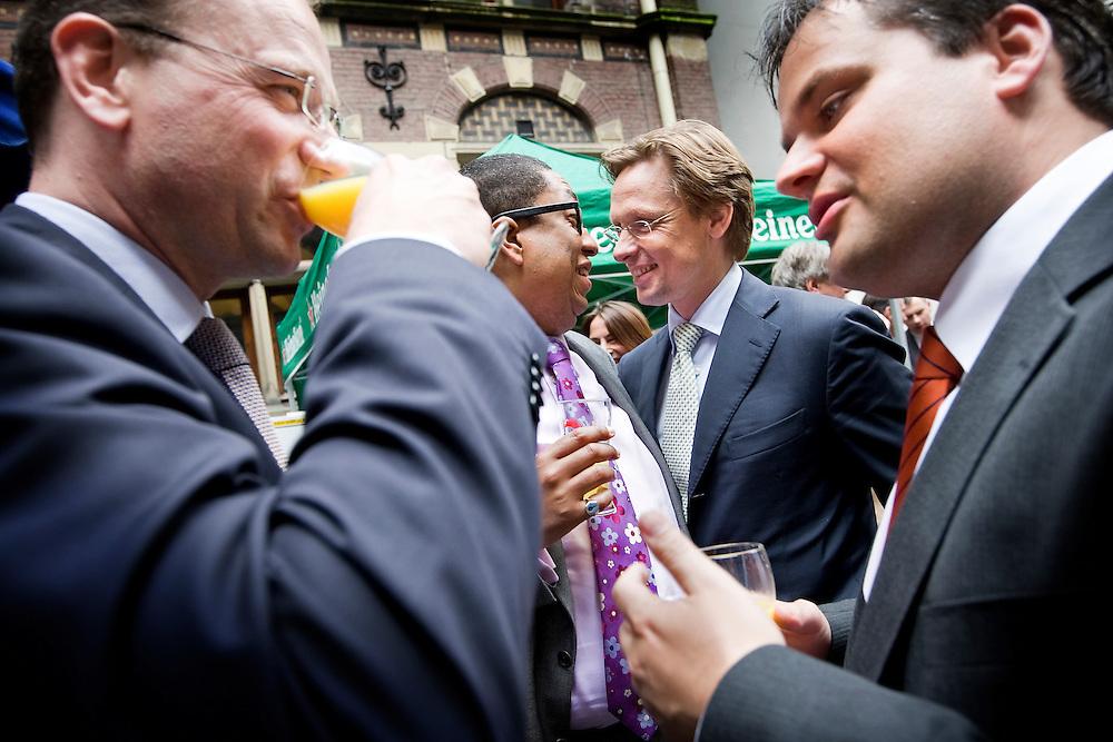 Nederland. Den Haag, 5 juli 2007.<br /> V.l.n.R: Ton Heerts(PvdA), John Leerdam(PvdA), Han ten Broeke(VVD) en staatssecretaris Jan Kees de Jager.<br /> Met de traditionele Binnenhof Barbecue wordt donderdag in Den Haag door de Tweede Kamer het zomerreces ingeluid. <br /> Foto Martijn Beekman <br /> NIET VOOR TROUW, AD, TELEGRAAF, NRC EN HET PAROOL