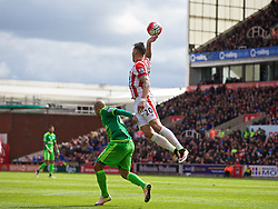 STOKE-ON-TRENT, ENGLAND - Saturday, April 30, 2016: Stoke City's Geoff Cameron handles the ball in his area but no penalty was awarded to Sunderland during the FA Premier League match at the Britannia Stadium. (Pic by David Rawcliffe/Propaganda)
