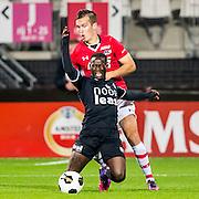 ALKMAAR - 26-10-2016, AZ - FC Emmen, AFAS Stadion, FC Emmen speler Issa Kallon, AZ speler Stijn Wuytens