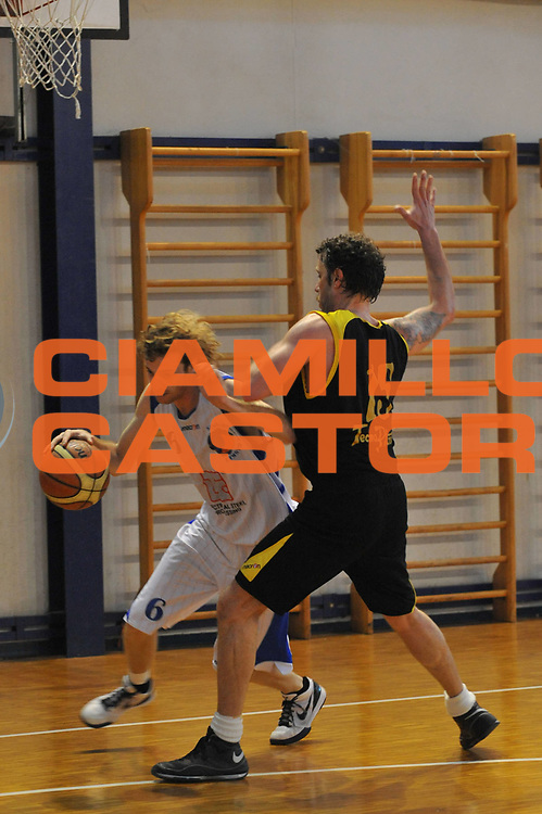 DESCRIZIONE : Foligno LNP Lega Nazionale Pallacanestro Serie A Dilettanti Coppa Italia 2009-10 Sangiorgese Bk S.Giorgio Scuola Basket Cavriago<br /> GIOCATORE :&nbsp;Paolo Vitali<br /> SQUADRA : Sangiorgese Bk S.Giorgio Scuola Basket Cavriago<br /> EVENTO : Lega Nazionale Pallacanestro 2009-2010&nbsp;<br /> GARA : Sangiorgese Bk S.Giorgio Scuola Basket Cavriago<br /> DATA : 01/04/2010<br /> CATEGORIA : Palleggio<br /> SPORT : Pallacanestro&nbsp;<br /> AUTORE : Agenzia Ciamillo-Castoria/M.Gregolin<br /> Galleria : Lega Nazionale Pallacanestro 2009-2010&nbsp;<br /> Fotonotizia : Foligno LNP Lega Nazionale Pallacanestro Serie A Dilettanti Coppa Italia 2009-10 Sangiorgese Bk S.Giorgio Scuola Basket Cavriago<br /> Predefinita :