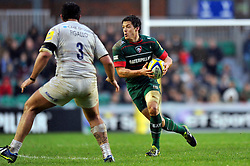 Anthony Allen of Leicester Tigers goes on the attack - Photo mandatory by-line: Patrick Khachfe/JMP - Mobile: 07966 386802 16/11/2014 - SPORT - RUGBY UNION - Leicester - Welford Road - Leicester Tigers v Saracens - Aviva Premiership